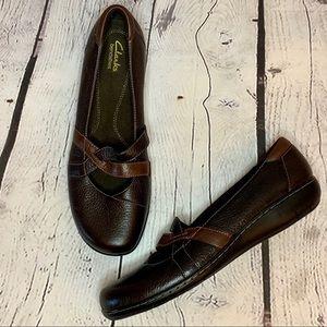 Clark's l Bendable Leather criss cross flats